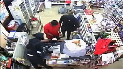 family dollar miami gardens same gunman believed to robbed broward county pizza