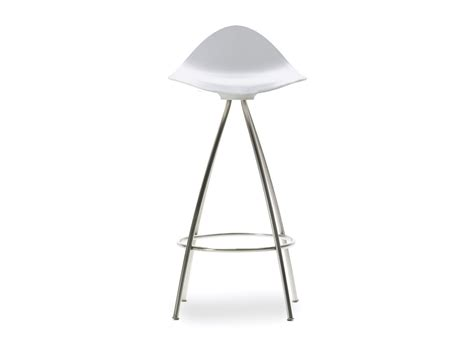 white bar stools buy the stua onda monochrome white bar stool at nest co uk