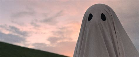 film about ghost a ghost story movie review film summary 2017 roger ebert