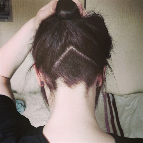 lady neck hair cute triangle undercut at nape hair pinterest