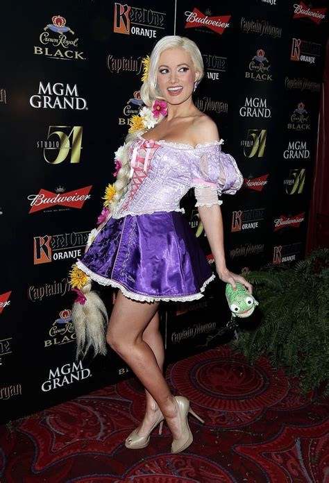 holly madison wore  sexy costume    hollyween