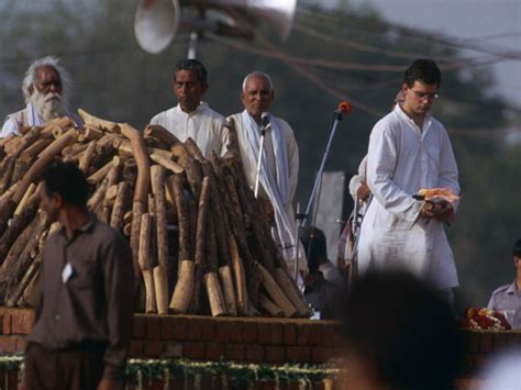 mahatma gandhi funeral cremation e5jcprl4lny the and times of rajiv gandhi photo gallery