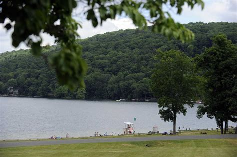boating accident brookfield ct woman dies in candlewood lake accident id released