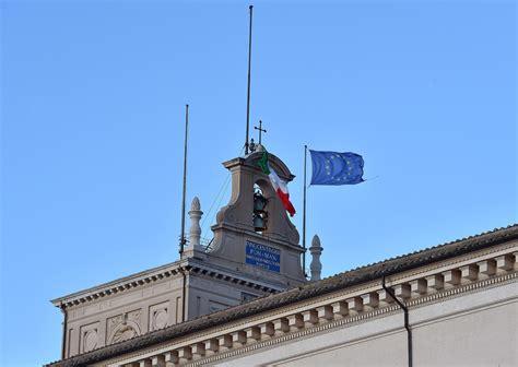 ufficio sta quirinale quirinale una raffica di vento strappa il tricolore