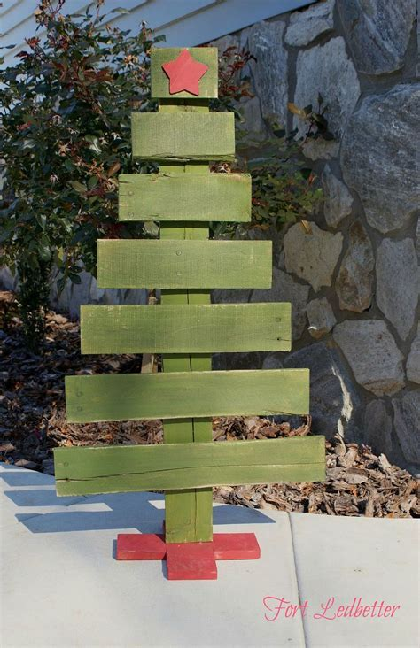 Hometalk   DIY Pallet Christmas Tree   Tutorial