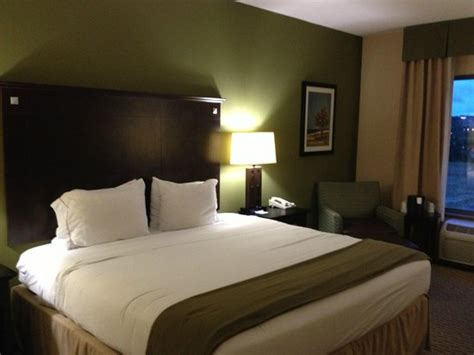 holiday inn express bedding very relaxing decor comfortable bedding picture of