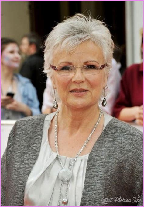 Hairstyles For Women Over 50 With Glasses Haircuts For With Glasses