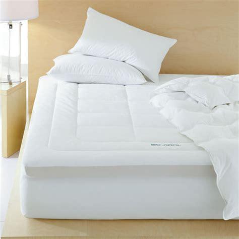 isotonic 174 iso cool 174 3 quot memory foam mattress topper cooling mattress topper