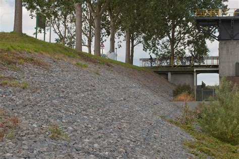 Wie Befestigt Gabionen by File Gabionen Als Damm U Uferbefestigung Jpg Wikimedia