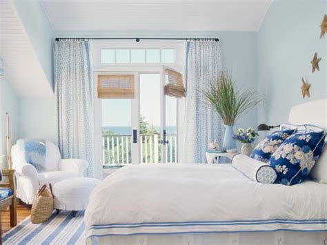 white and blue bedroom decor blue and white cape cod cottage bedroom
