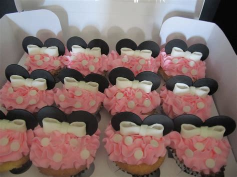 minnie mouse inspired fondant cupcake toppers by 1stopparty