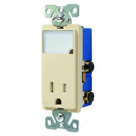 eaton 3 wire receptacle combo nightlight with pole