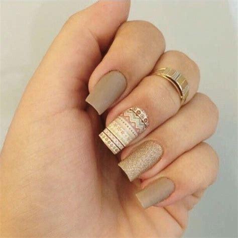 imagenes de uñas decoradas instagram 25 melhores ideias sobre esmalte de unha dourado no