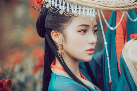 beautiful chinese woman  traditional chinese clothing