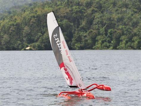 trimaran virus plus 16 bateau rc trimaran volans kit thunder tiger rupture