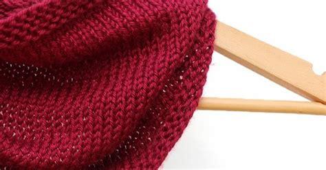 Knitting Bandana creating a knitted bandana cowl