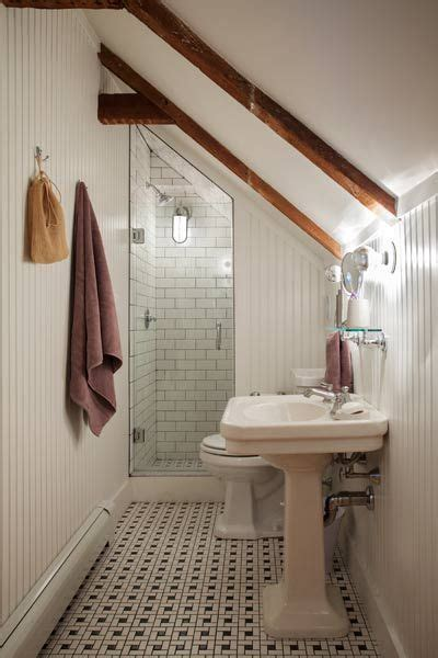 Small Attic Bathroom Ideas by 25 Best Ideas About Small Attic Bathroom On Pinterest