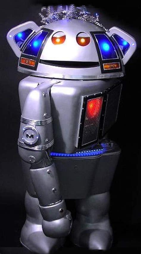 metal mickey robot   robots web site