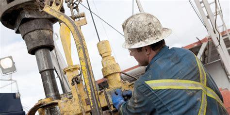 paritarias de servicios pblicos acuerdan aumentos con paritarias petroleras proveedores de servicios se niegan