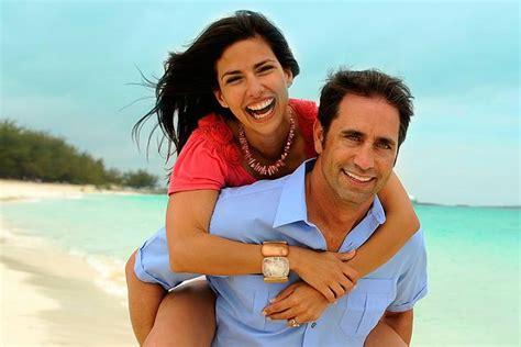 imagenes felices parejas estudio rompe el mito de las parejas felices en facebook