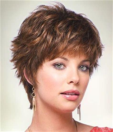 short razored layered hairstyles for women with doublechins slojevita kratka frizura frizure hr