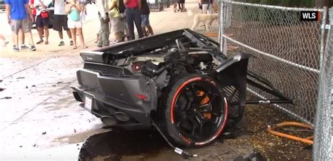 crashed lamborghini huracan lamborghini huracan crashes in chicago the