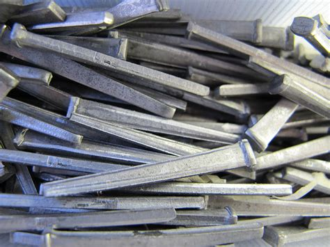 stocking  woodshop    cut nails