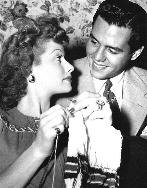 Desi Arnaz And Lucille Ball | lucille ball knitting with desi arnaz lovers romance