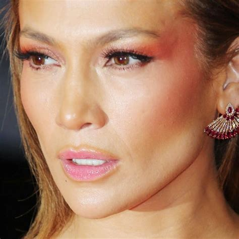 what lipstick and gloss does jennifer lopez wear jennifer lopez lip gloss jennifer lopez makeup black