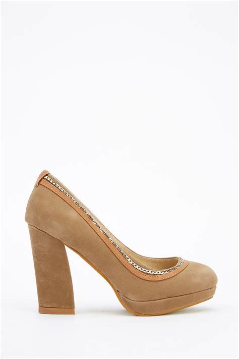 Toe Block Heel Court In Khaki by Chain Trim Block Heel Court Shoes Khaki Or Dk Green