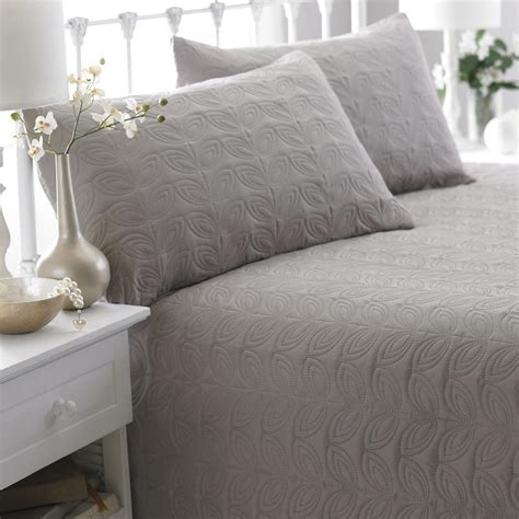leaf pattern bedspread leaf pattern double bed spread with two pillow shams