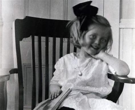 bette davis daughter remarkably retro bette davis with bette davis eyes 31 rare photos of an unforgettable star