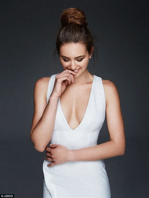 Even Jlos Hospital Gowns To Be Couture 2 by Jesinta Cbell Flaunts Le Cleavage In A Strapless