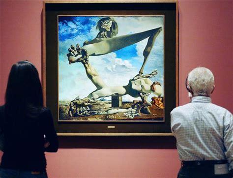 imagenes de judias del hervidas un par de visitantes observa la obra quot construcci 243 n blanda