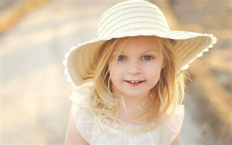 wallpaper girl with hat sweet girl yellow hat wallpapers 1152x720 157308