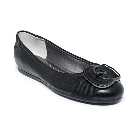 adrienne vittadini flat shoes adrienne vittadini jaba flats in black black leather lyst