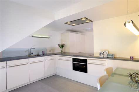 moderne küche preis k 252 che moderne k 252 che im dachgeschoss moderne k 252 che im at