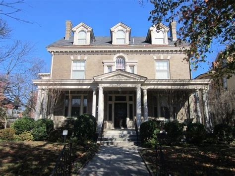 historic and beautiful homes built in 1900 on