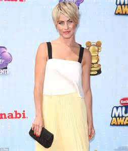 who was the blonde in dwts julianne hough flashes toned back at dancing with the
