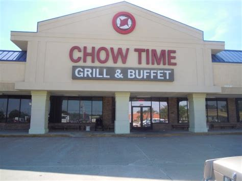 chow time in empty strip mall picture of chow time