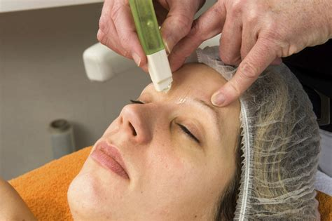 Waxing At Home by Best Eyebrow Waxing Kits