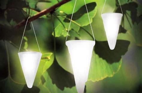 next solar garden lights ソーラーライトを吊り下げて ご自宅の庭をサステイナブルな方法で照らしましょう ecofriend