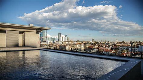 piscina in terrazza hotel viu milan aperitivo in piscina