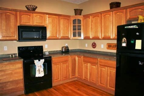 oak kitchen cabinets wall color how to choose the right kitchen wall painting color