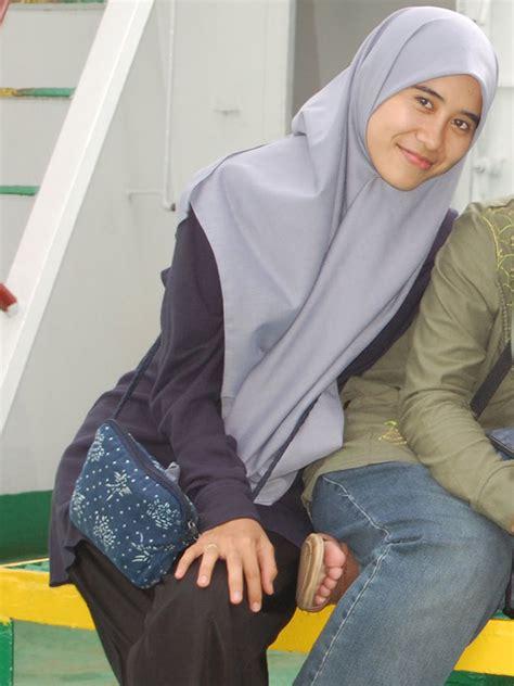 Rok Rempel Hitam By Betjeans fashion show jilbab rok