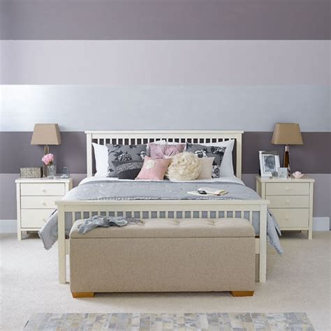 how to paint horizontal stripes on a bedroom wall bold horizontal stripes bright feminine designs bed