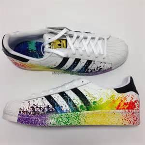 Hombres De Las Adidas Originals Superstar Pride Pack Zapatos Corriendo Blanco Ftw Negro Corriendo Blanco Ftw D70351 Zapatos P 505 adidas originals d70351 s superstar lgbt pride pack