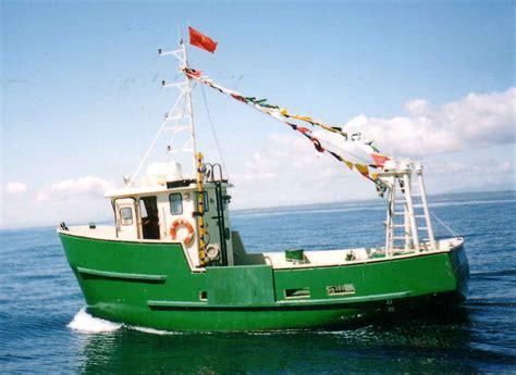 small fishing boat equipment trawler fishing boats fishing action pinterest