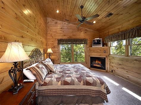 10 bedroom cabins in pigeon forge pigeon forge cabin the treehouse 3 bedroom sleeps 10