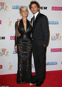 logies 2014 asher keddie stuns in a j aton couture gown